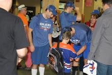 Photo of Oilers signing autographs in the hallways